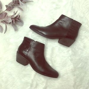 Clarks Leather Ankle Bootie Size 12